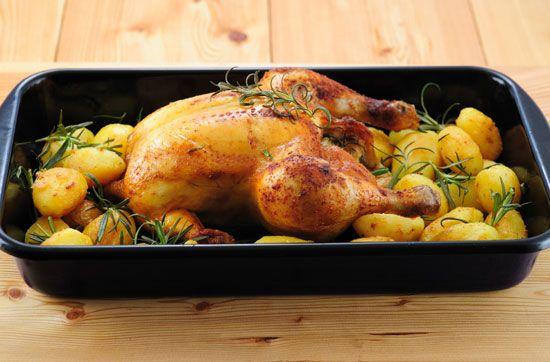Курица запеченная в духовке с картошкой в духовке рецепт