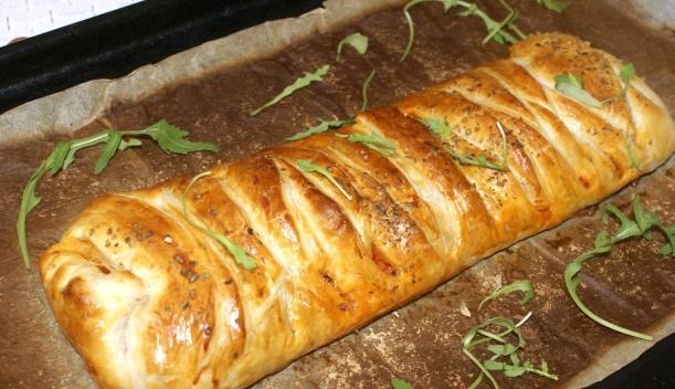 пирог из слоеного теста с творогом рецепт с фото пошагово в духовке